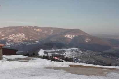 Północno-zachodni skraj Beskidu Małego widziany z Góry Żar