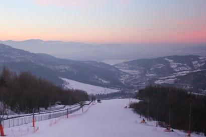Stok na Górze Żar przed wschodem Słońca