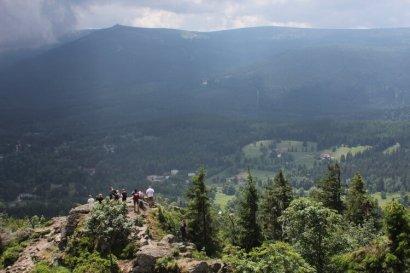 Wysoki Kamień - widok na Karkonosze