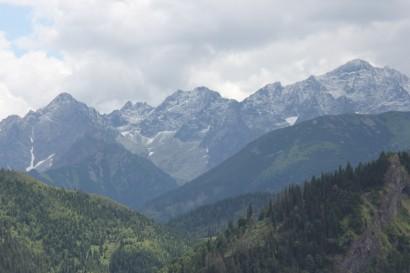 Śnieg na szczytach w środku lata