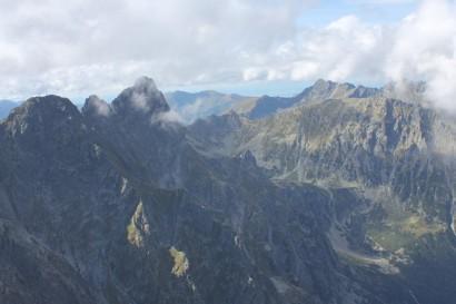 Mięguszowieckie Szczyty (z lewej), Szpiglasowy Wierch (na drugim planie)