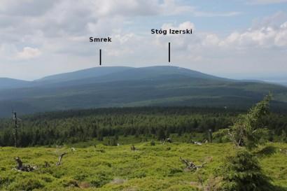 Widok z Sinych Skałek na Smrek i Stóg Izerski