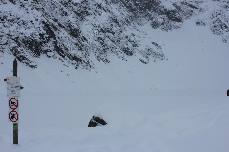 Czarny Staw pod Rysami zimą